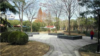廊架,六角亭,园灯,路面等基础设施均进行了修缮更新,整个绿地以崭新的