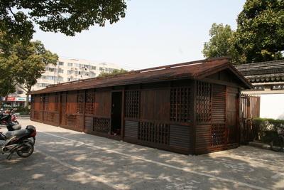 上海方塔园增设便民服务小木屋